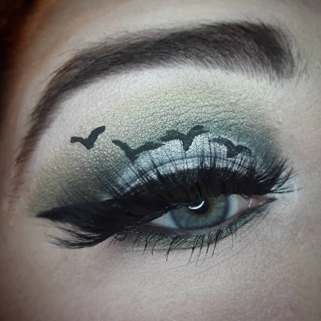 It's fricken bats!  @JeffreeStar conspiracy palette  Tres Chic Cosmetics: lashes style Bella  #jeffreestarcosmetics #shanexjeffree #jeffreestarprlist #aspiringmua