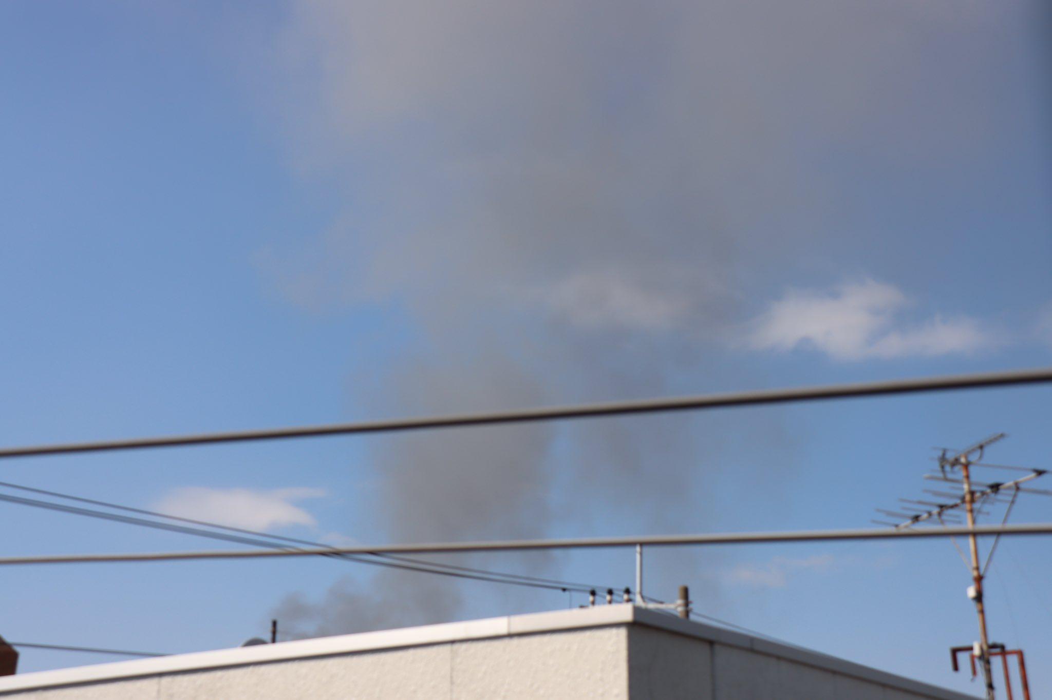 画像,船橋市内で火事らしい。煙が見える。 https://t.co/kwfJJLm6e3。