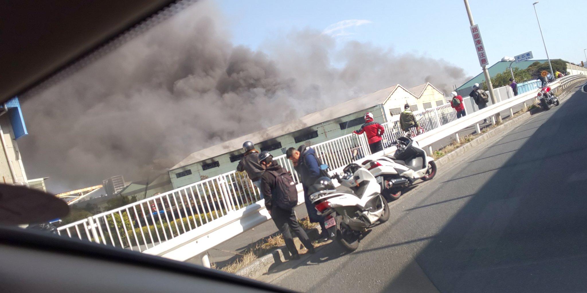 船橋市栄町の東洋電業が炎上している火災現場の画像