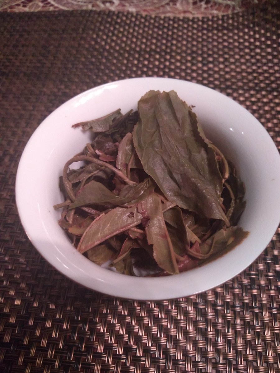 Today's tea is lincang pu er mao cha (sort of earlier dtage of pu erh before processing and pressing)