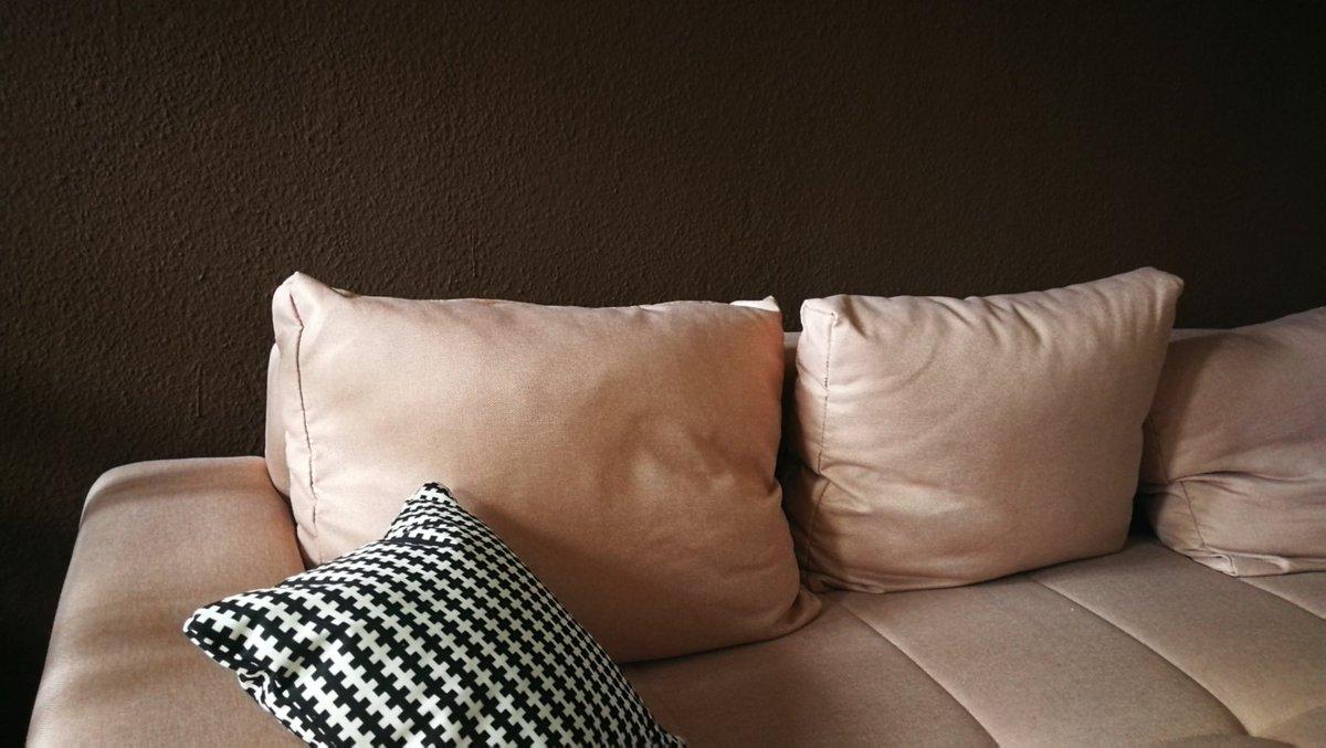 Nein, das ist Schlafzimmer nur mit Ringlicht beleuchtet.  Die mutige Wand ist diese. Wanddeko kommt nochpic.twitter.com/AJIoly6o6M