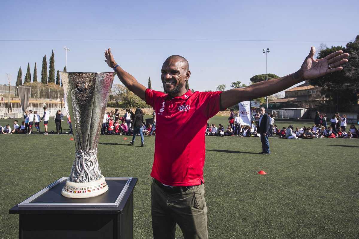 The sun was shining today as the UEFA @EuropaLeague Trophy Tour, Driven by Kia touched down in Barcelona and to visit Salesians Horta.   Joined by our local ambassador, @EAbidalOfficial, it was great to see so many children taking part and donating their boots!   Next stop, Rome!