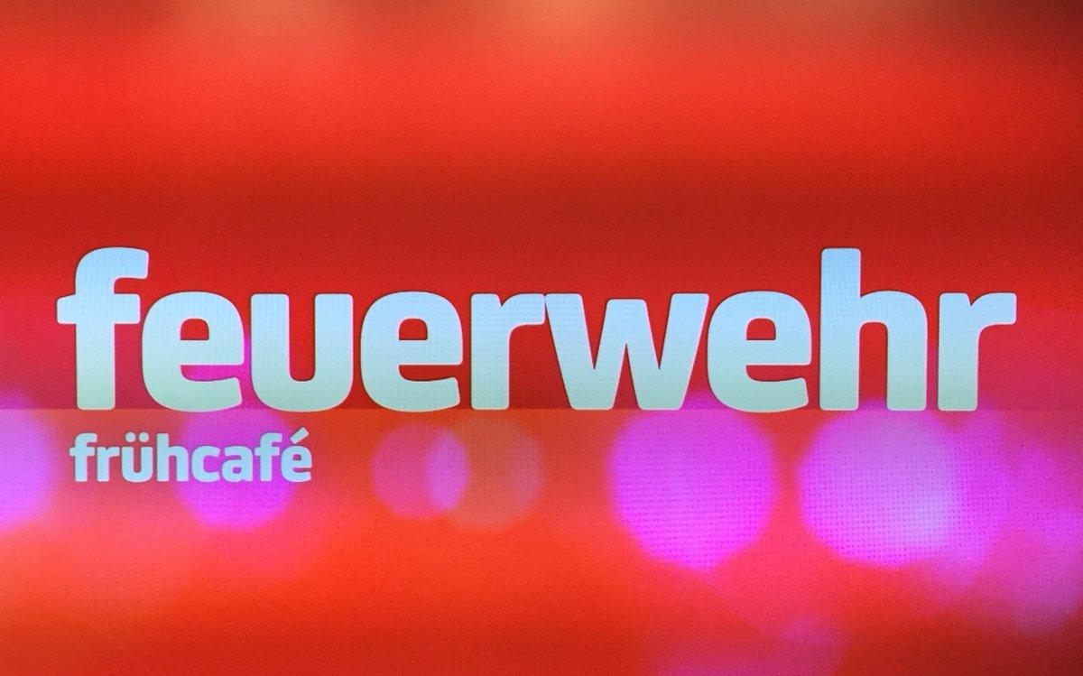 FeuerwehrHH: Gleich im Hamburg1 #Frühcafé #Feuerwehr #Hamburg mit der Einsatz-Bilanz des vergangenen Wochenendes.  Hier geht es zum Live-Stream https://www.hamburg1.de/livestream  FeuerwehrHH im #EinsatzfürHamburg pic.twitter.com/gR37OSCWix
