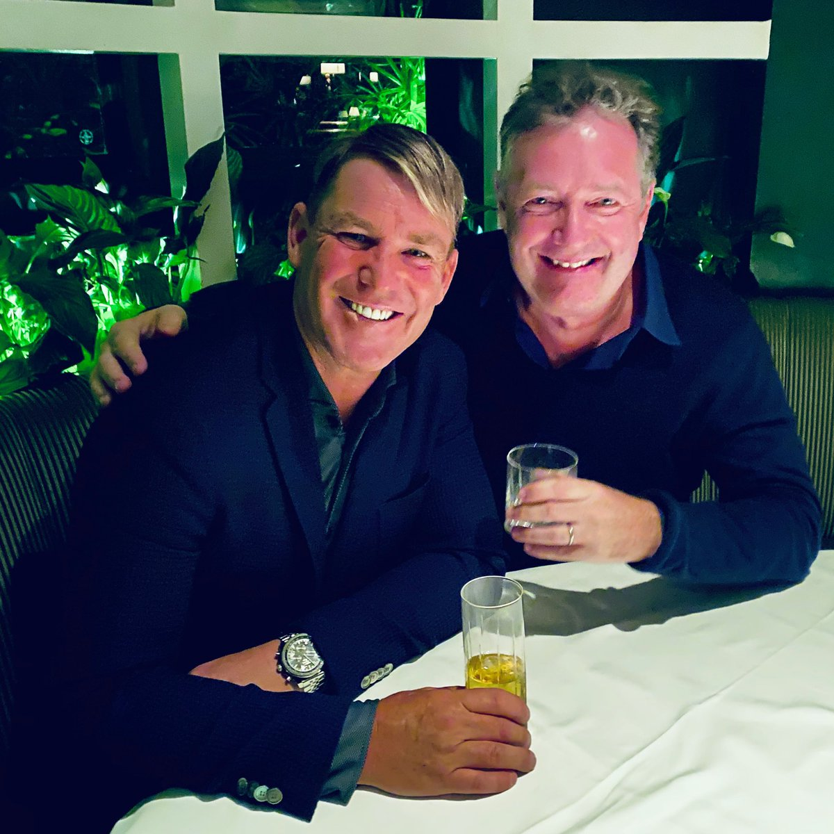 Down but not out in Beverly Hills... great to catch up with my old mate @ShaneWarne in LA tonight. @BevHillsHotel #PoloLounge 🏏