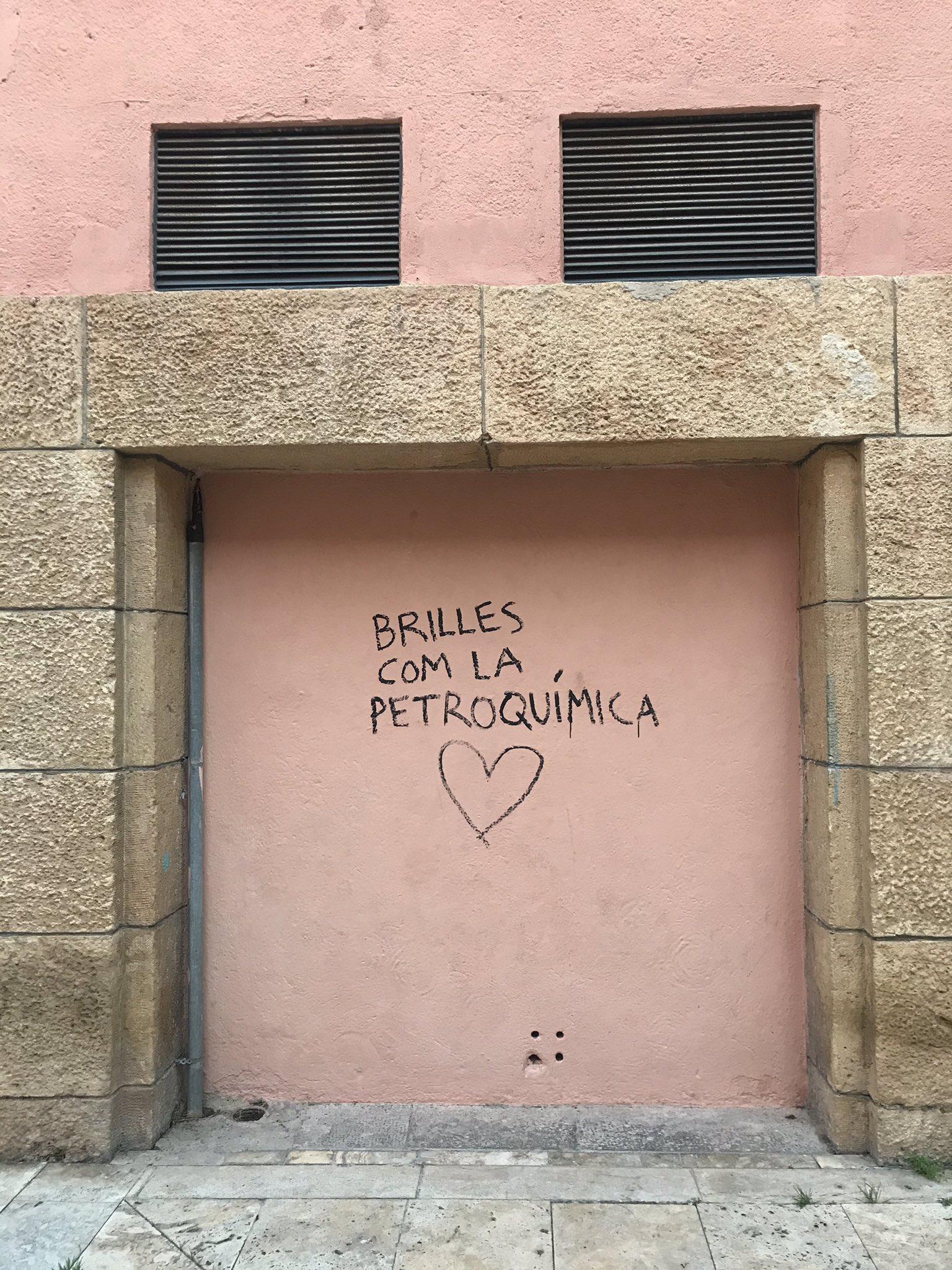 Pintadas, grafittis y otras mierdas del arte hurvano ese. - Página 5 ERhbuV6W4AEPcbR
