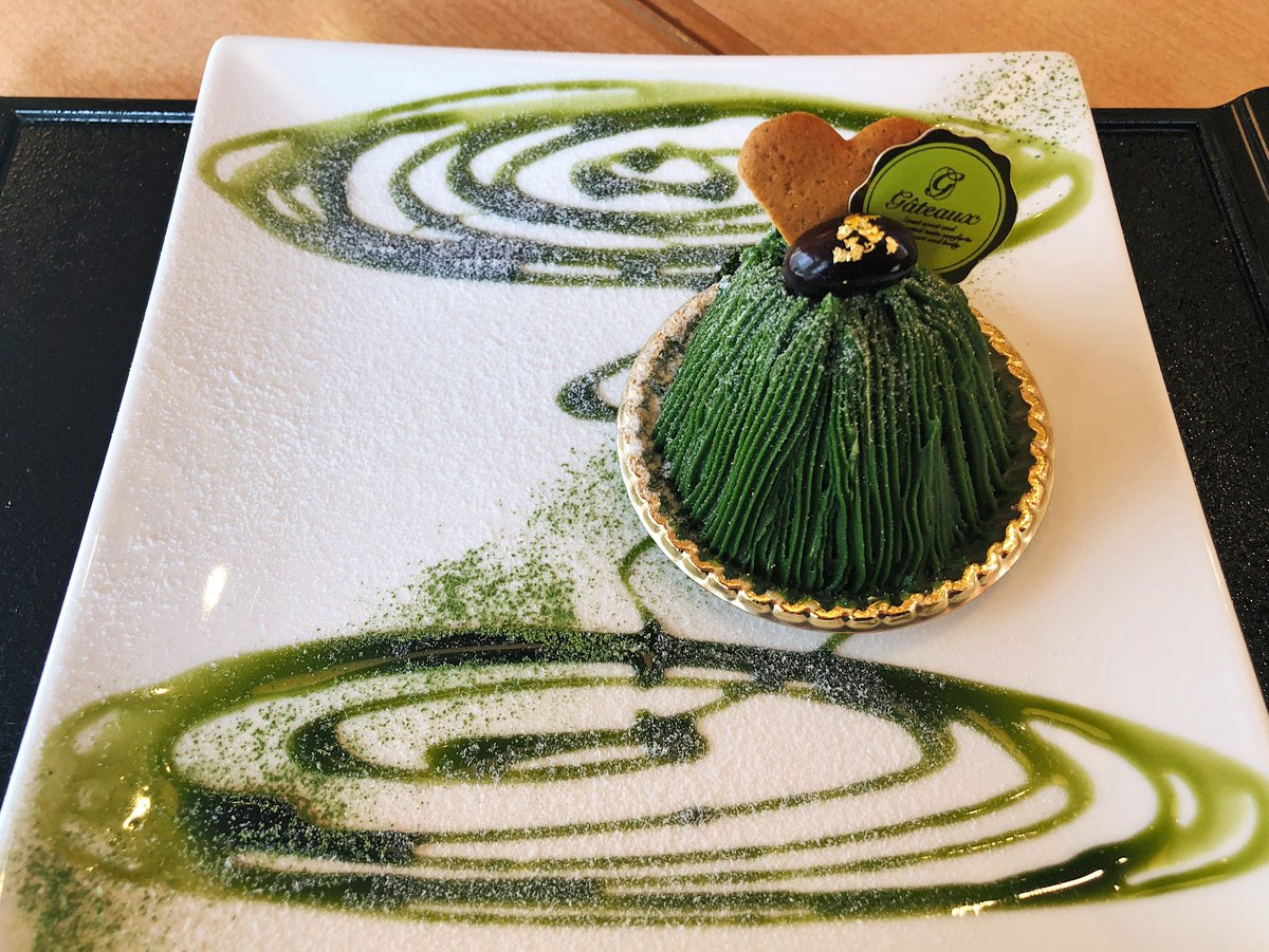 【季の音】@京都:河原町駅から徒歩2分日本庭園を思わせる濃茶モンブランを食べられるお店。繊細な極細モンブランの深い緑色が白色のお皿と美しいコントラストになっていて、大量の宇治抹茶を使用した贅沢スイーツ!上質な抹茶の風味が香り、ほろ苦さを中のクリームが優しく包み込みます✨