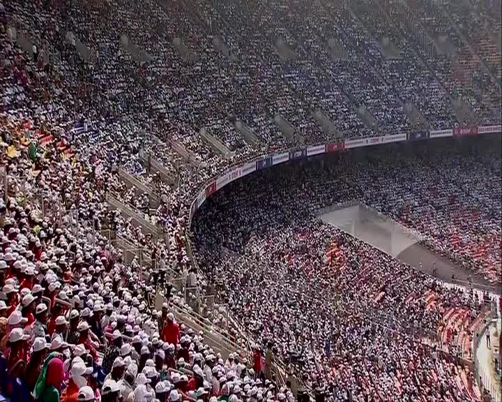 Wow these Crowds r Massive...   Would love to watch a Match someday in this Stadium..   @realDonaldTrump @narendramodi #TrumpIndiaVisit  #TrumpInIndia  #NamasteyTrumppic.twitter.com/QjOyvPW7Dd