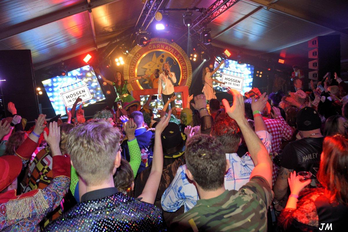 De foto's van het Grandioze optreden van @schuurmansrene @melisound op het Ossekoppenplein in Oss staan in mijn fotoalbum http://jeanne-mathijssen.magix.net/pic.twitter.com/p3qe3k5Yti