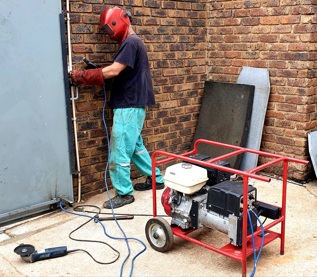 #Loadshedding for who? We have #welder #generators, and many other #tools and #equipment for #hire or #rent. We are in #Gauteng #Randburg #Sandton #Southgate #Boksburg 011 444 7137