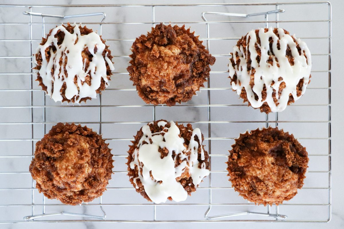 Sharing one of our favorite muffin recipes today. These cinnamon roll muffins are just bursting with amazing cinnamon flavor!  #MondayMorning #MondayMotivation #muffins   https://www. smalltownlivingusa.com/recipe/cinnamo n-roll-muffins/  … <br>http://pic.twitter.com/H3WmJN3Euq