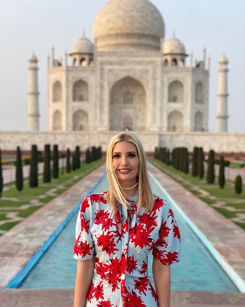 The grandeur and beauty of the Taj Mahal is awe inspiring! 🇺🇸 🇮🇳