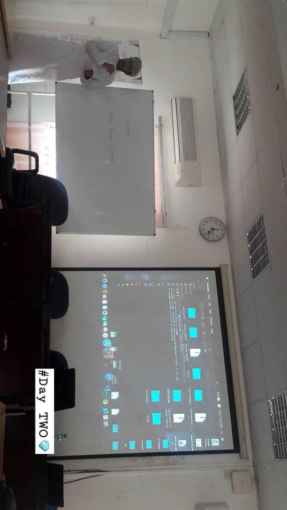 اليوم الثاني من ورشة تطوير تطبيقات الهواتف الذكية في كلية العلوم التطبيقية بصحار @CAS_Soharpic.twitter.com/gY8OMGHFfa