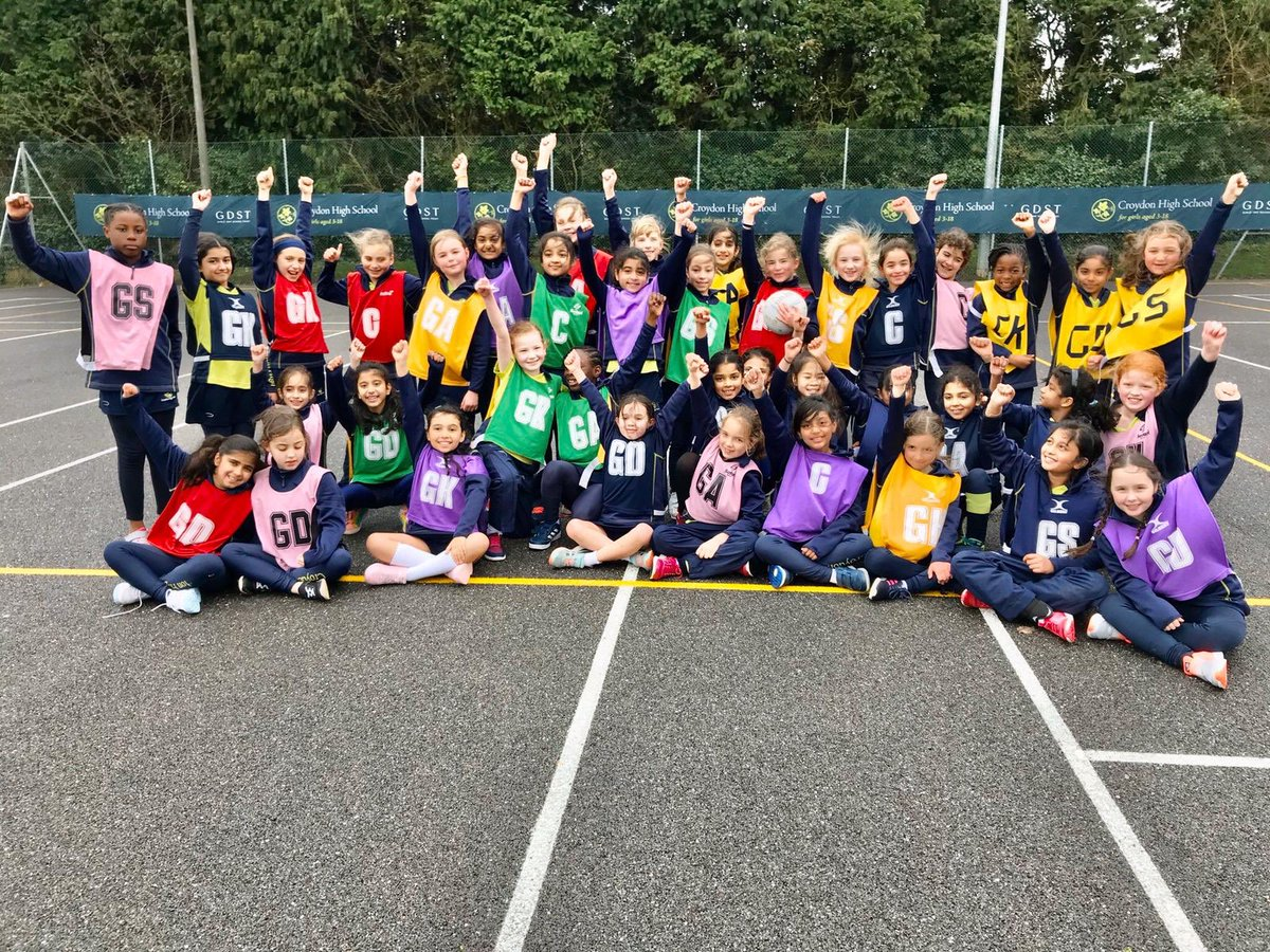 Nothing could deter Y4s from their exciting Inter-House Netball Tournament this morning! A very positive learning experience for this enthusiastic and committed year group @CroydonHighJnrs pic.twitter.com/hDQqP0m0RP