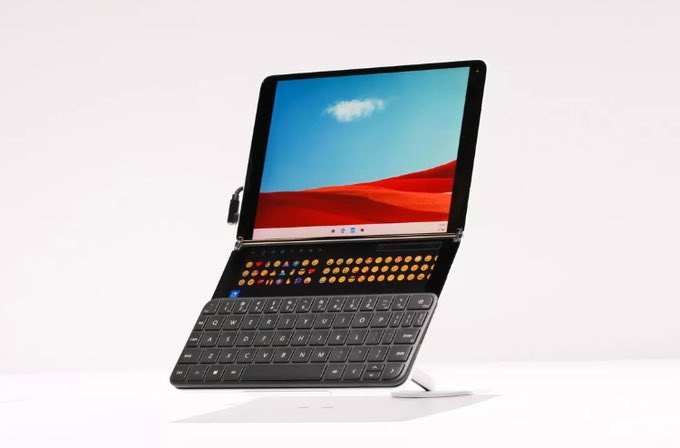 Microsoft Wonder Bar المنافس لـ Apple Touch Bar سيتم اضافته في نظام Windows 10X وسيكون مدمج في النظام على الأجهزة التي تحتوي على شاشتين مثل : Microsoft Surface Neo القادم pic.twitter.com/ys6P23kRPI