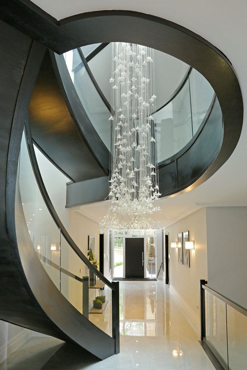 Heronslea know how to make a entrance! Homes with the wow factor Creating beautiful homes for nearly 20 years. #mondaymotivation #buynew #heronsleahome #newbuild #luxuryhomes #newhomes #residential #investment #heronslea #luxuryliving #property #business #development #northlondon pic.twitter.com/3FUrvBgxru