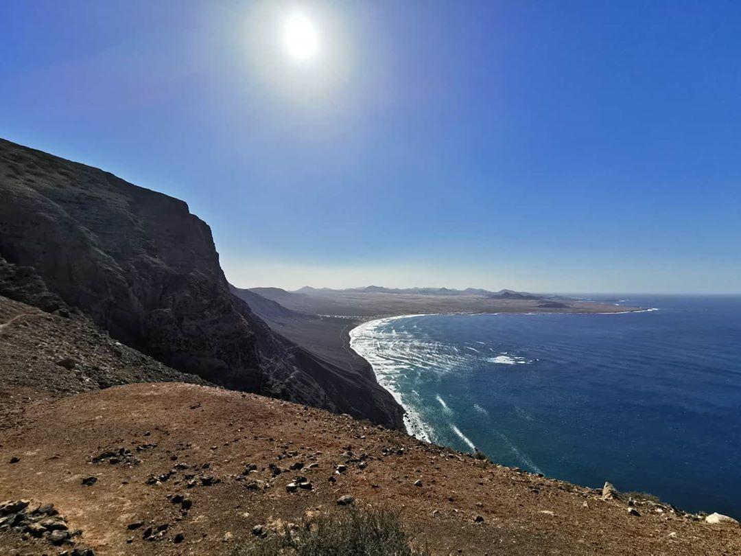 Adéntrate en la isla de Lanzarote y disfruta de todos sus rincones!  #SolByMelia  #Lanzarote Foto de: paulius_tillpic.twitter.com/4ZbQgYwh5y