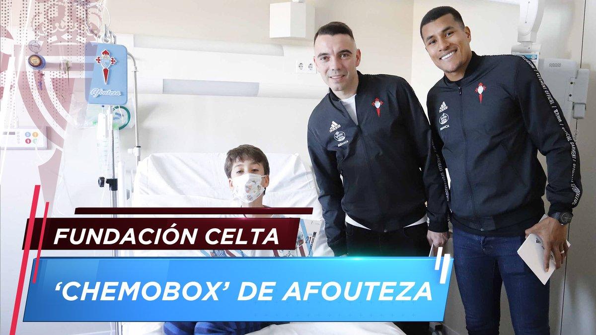 #FundaciónCelta | @aspas10 e @JeisonMurillo19 entregaron no Hospital Álvaro Cunqueiro as primeiras #chemobox do RC Celta. 💙😊 Unha iniciativa chea de afouteza e corazón! #AfoutezaDosCampións