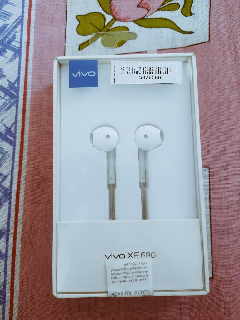 Hello Guys i m giving away Vivo premium earphone to 1 lucky winner  T&C  1. You need to follow me @Hello_Himansh 2. Like & Retweet this tweet. 3. Tag 5 of your friends in the comment section.  Note :- Result will announce. when i reach 500 followers. #ContestAlert @india4contests