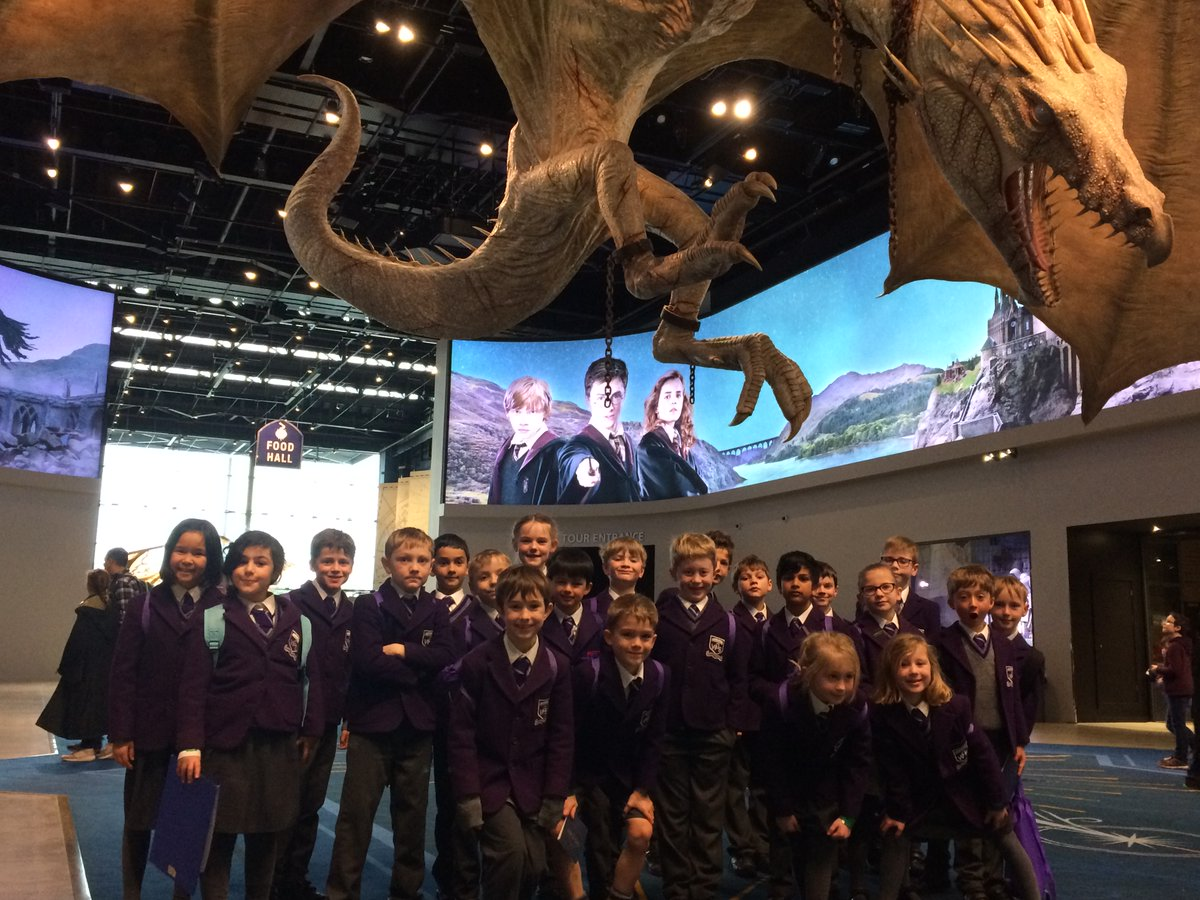 And Year 3 have arrived. Let the inspiration begin ...#warnerbrosstudios #wgsontour #thebigpitchpic.twitter.com/Gg72IRObjp