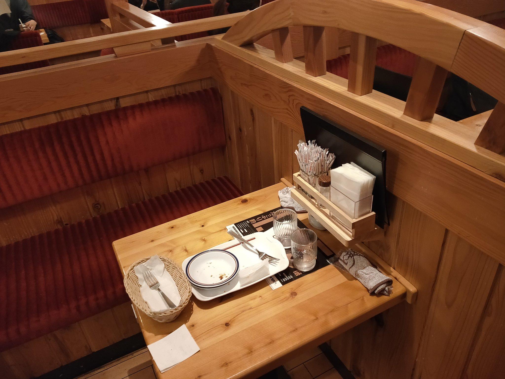 コメダ珈琲のテーブル