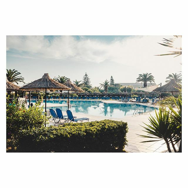 Pool at the Anissa Beach & Village. [] Heraklion, Greece [] #anissabeach #spicollective #streettogether #streetdreamsmag #fujiframez #lensculture #lensculturestreets #makemoments #gameoftones #theimaged #momentsofmine #visualscollective https://ift.tt/2SRs6QKpic.twitter.com/uRzYyo3fAW