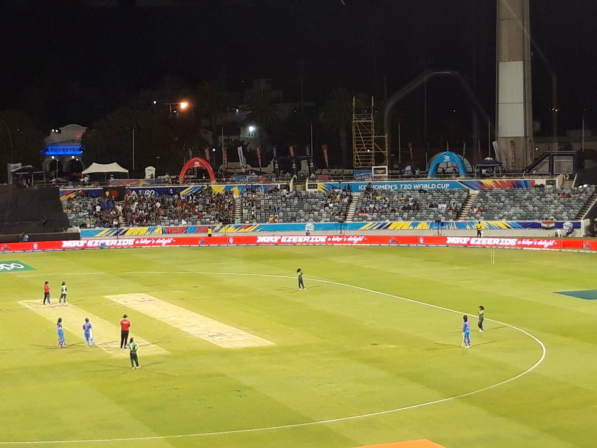 How about all 11 India batters assembled inside the circle to make this look even more weird? #INDvBAN #T20WorldCup <br>http://pic.twitter.com/dISw6izkog