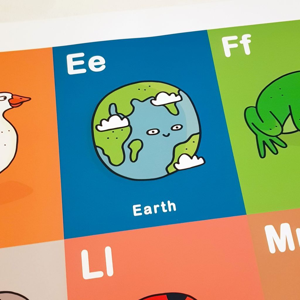 Make their first alphabet a special one with this personalised print showing a mix of healthy food, animals, objects and cultural references to help them learn their ABC.  For more information head over to my shop! https://buff.ly/2FzNEuP #childlearning #educating #nurserypic.twitter.com/ES66TEhLgI