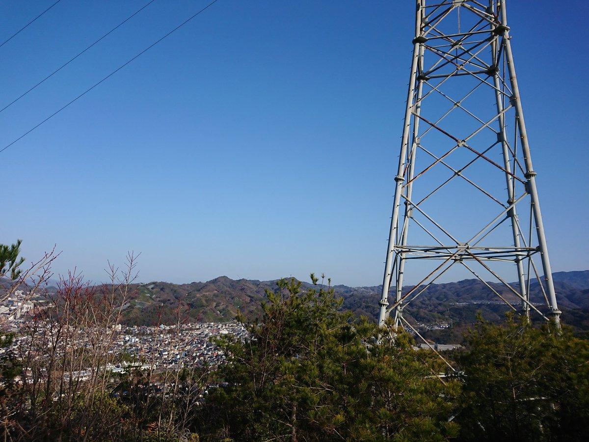 ⑤#愛媛県 #松山市 #淡路ヶ峠展望デッキ 鉄塔が見えました。 鉄塔の真下を歩きパシャリ。 暫く歩くと、分かれ道がありますので、デッキ方面へ。  #カメラ好きな人と繫がりたい #写真撮ってる人と繫がりたい #Photos  #Photoshoot pic.twitter.com/jrERIkxoQm