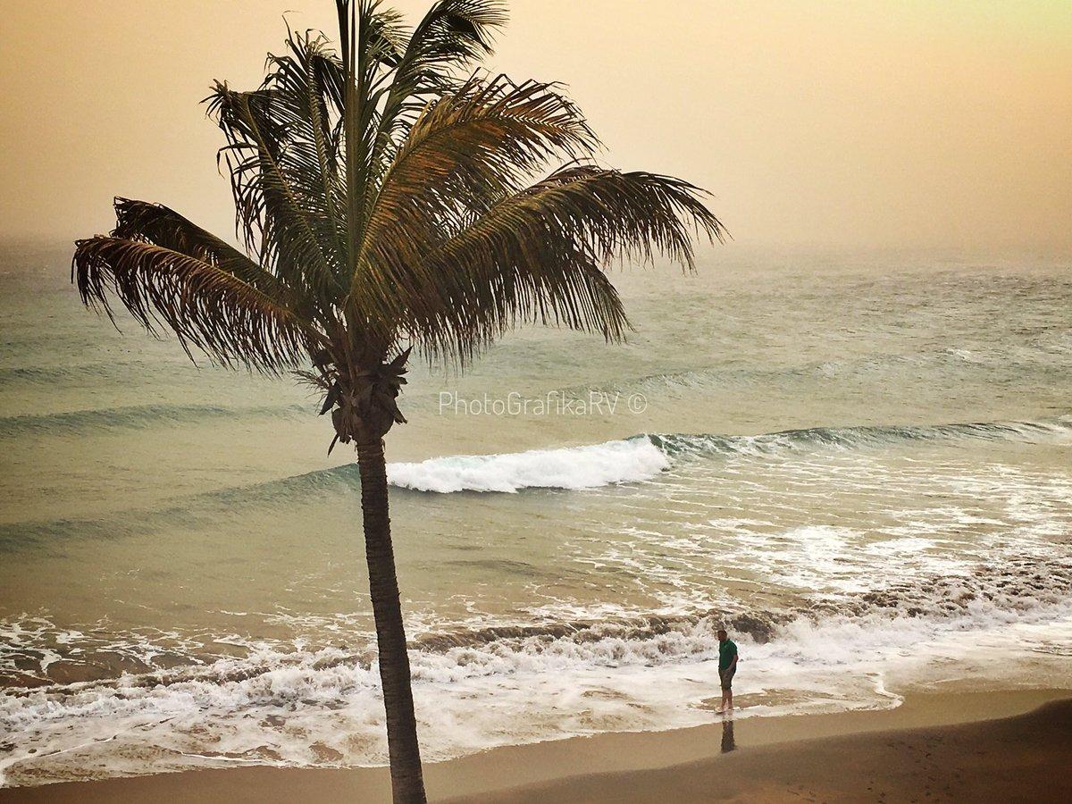 La 'Calima' de éste fin de semana nos dejaba unos colores inusuales en la costa de #PuertoDelCarmen. http://lanzarotephotografika.com  .  Más #FotosDeLanzarote http://goo.gl/obTm4r . http://facebook.com/PhotoGrafikaRV/  . #LZPhotoGrafika #PhotoGrafikaRV #ImágenesOriginalesDeLanzarotepic.twitter.com/vRrLNKwPSu