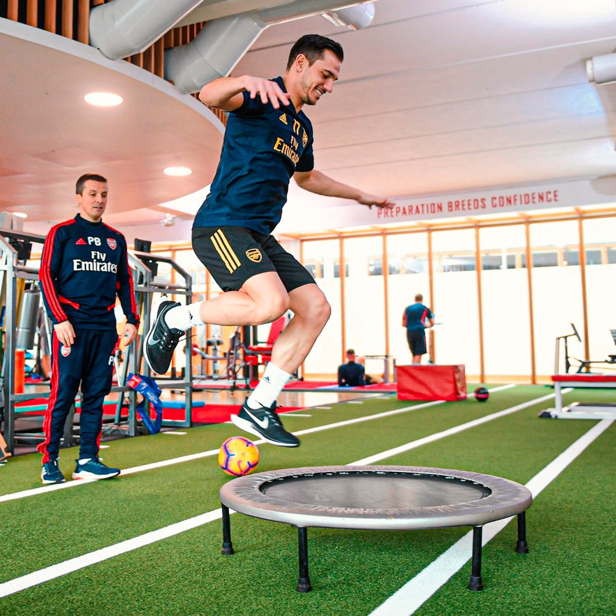 Jumping into the week like... 🦘💪 #MondayMotivation #jumping #training #Gunners