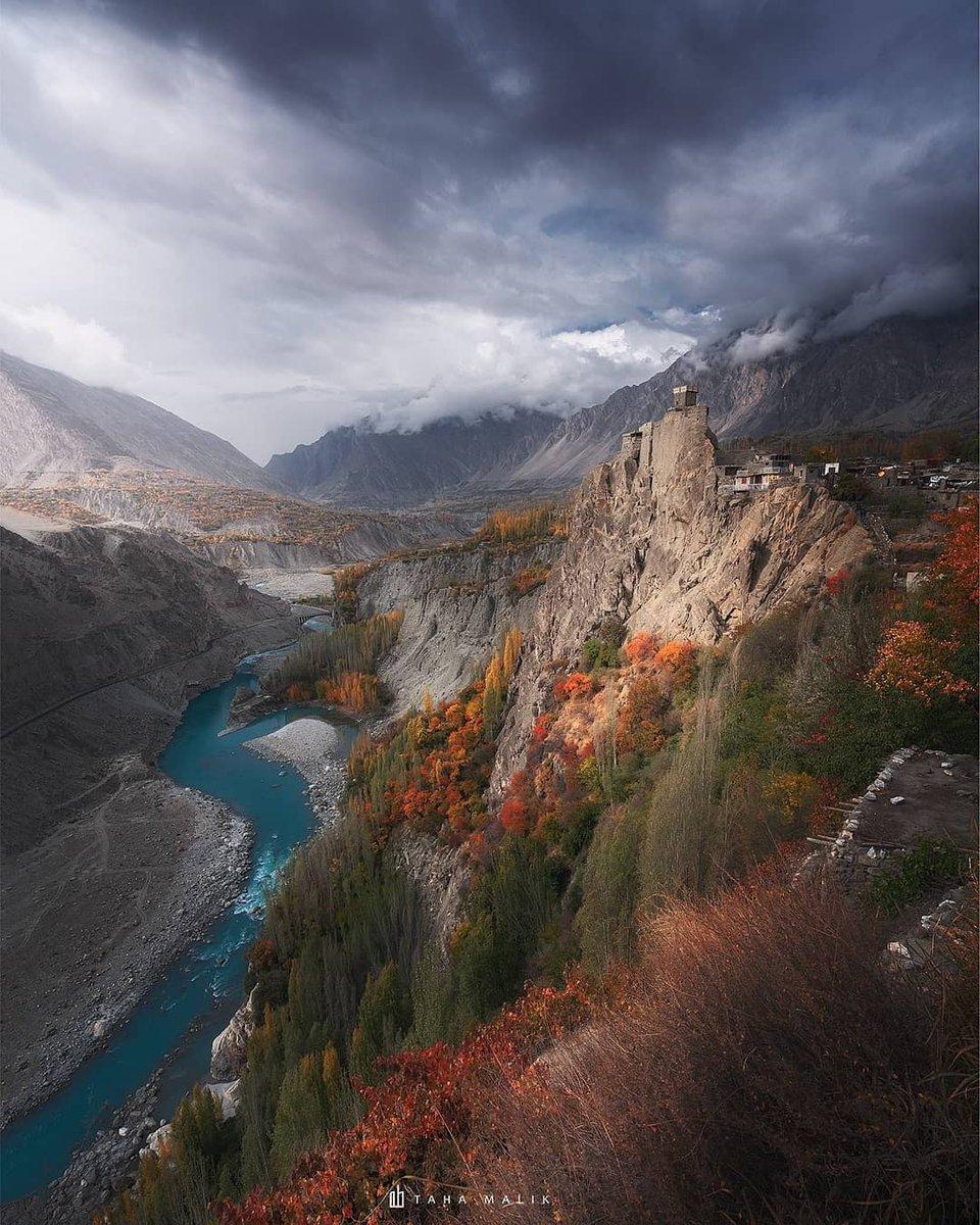 Altit Fort & Royal Garden, #Hunza, #Gilgit-#Baltistan, #Pakistan.  📸 Taha Malik