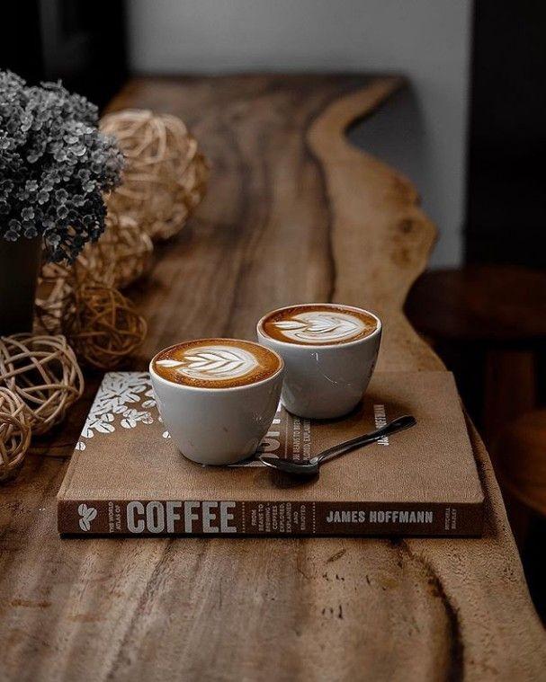 Kaffeezeit ...  Coffee time ... pic.twitter.com/EOn8LCpGjg