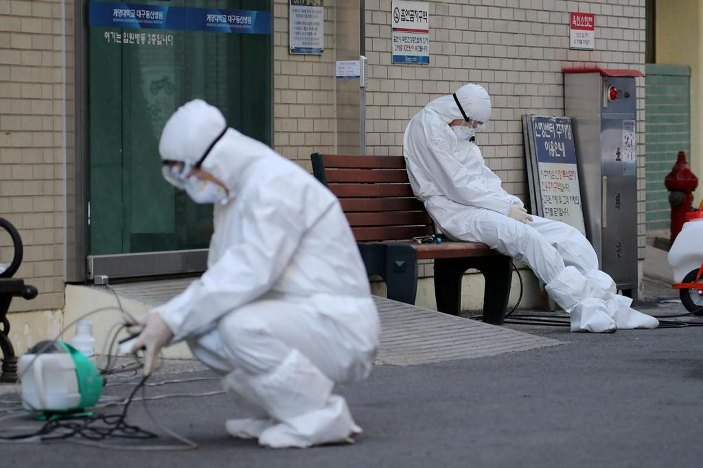 Some Samsung, Hyundai workers self-quarantine as Korea Inc braces for virus impact reut.rs/2wInFiB
