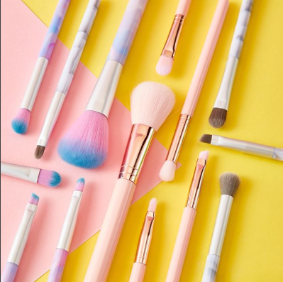 Whether you want to go natural or glam, create the best look with @claires makeup brushes! 💕     #countysquare #ashford #kent #shopping #claires #accessories #beauty #clairesaccessories #makeupbrushes #brushes #makeup #foundation #blusher