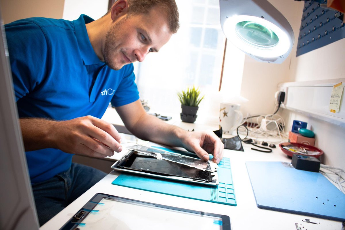 OPEN till 6pm  We cater for all repairs on an iPad or Tablet devices...wether it's the screen/ port/ speakers/ home button   Pop down to our store or send us a message through our Twitter if you have any queries #TheTechCo #TechRepairs #WeDoTechpic.twitter.com/apqXHGfqIe