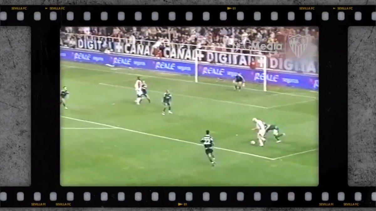 📺 #TalDíaComoHoy hace 15 años, el #SevillaFC conseguía una remontada épica y lograba el pase a octavos de UEFA gracias a los goles de Makukula y @AdrianoCorreia6. Noche europea de infarto en el Sánchez-Pizjuán. 🇪🇺📅  #WeareSevilla