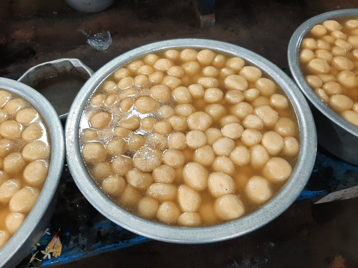 For Delhiites it's something like Murthal, only this long stretch of the highway only sells sweets. Finally tried the famous Pahala Rasagolla, Chhena Poda & Chhena Gaja too @odisha_tourism @MisraSundeep #food #odishatourism