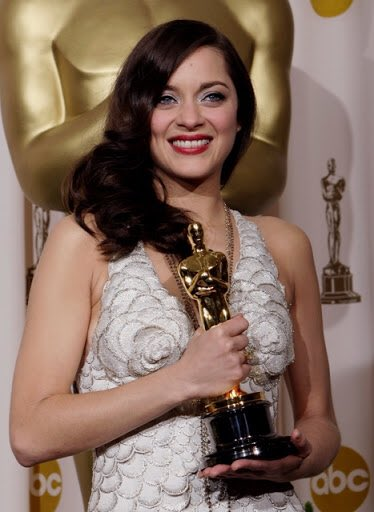 Also at the 80th #Oscars , #MarionCotillard won Best Actress for #LaVieEnRose. The 5th winner for a non-English speaking role.pic.twitter.com/r9THunZCMo