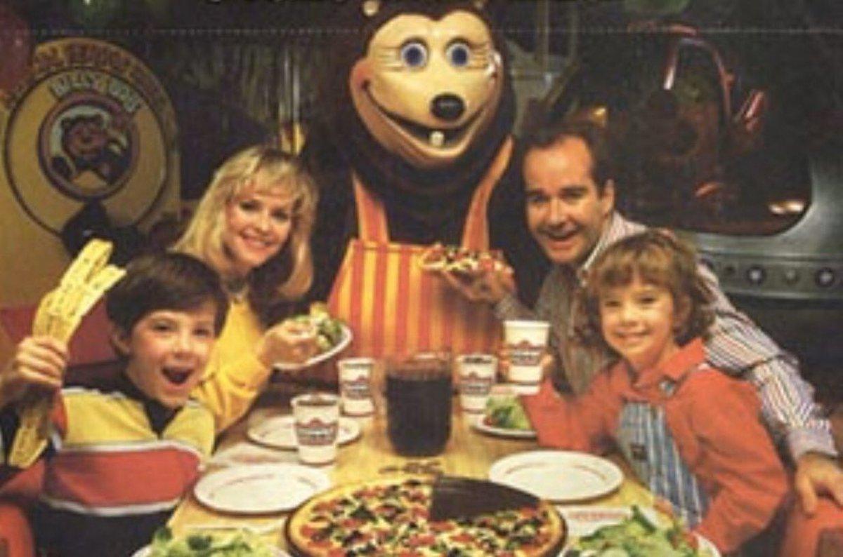 "80sThen80sNow on Twitter: ""Who Remembers Showbiz Pizza? (1980-1992) #ShowbizPizza #PizzaParty #Pizza #FastFood #BirthdayParties #BirthdayParty #Birthday #Party #Restaurant #Dinner… https://t.co/zYk0ls4aKm"""