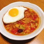 Image for the Tweet beginning: 今日のスープは有賀さん@kaorun6 の #365日のめざましスープ からフライパンミネストローネ。野菜をたっぷり食べたい時はこのスープに限りますね。フチがカリカリの目玉焼きのせて食べるのが大好きです。 #スープ365  #おうちごはん
