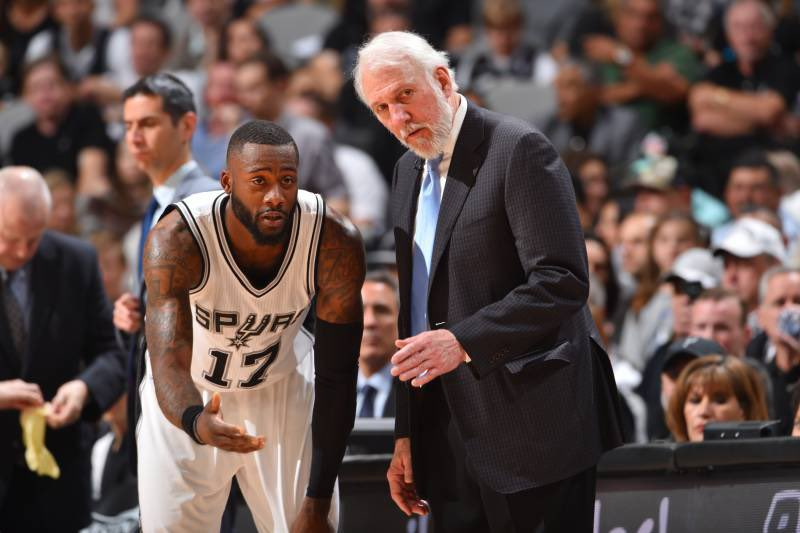 In efforts to display he can immediately contribute to a #NBA roster, I'm told ex #Spurs guard Jonathan Simmons will sign with #Warriors G League squad in Santa Cruz. Simmons had two 10-day contact offers with NBA teams on the table as well @CNBC #SportsBiz