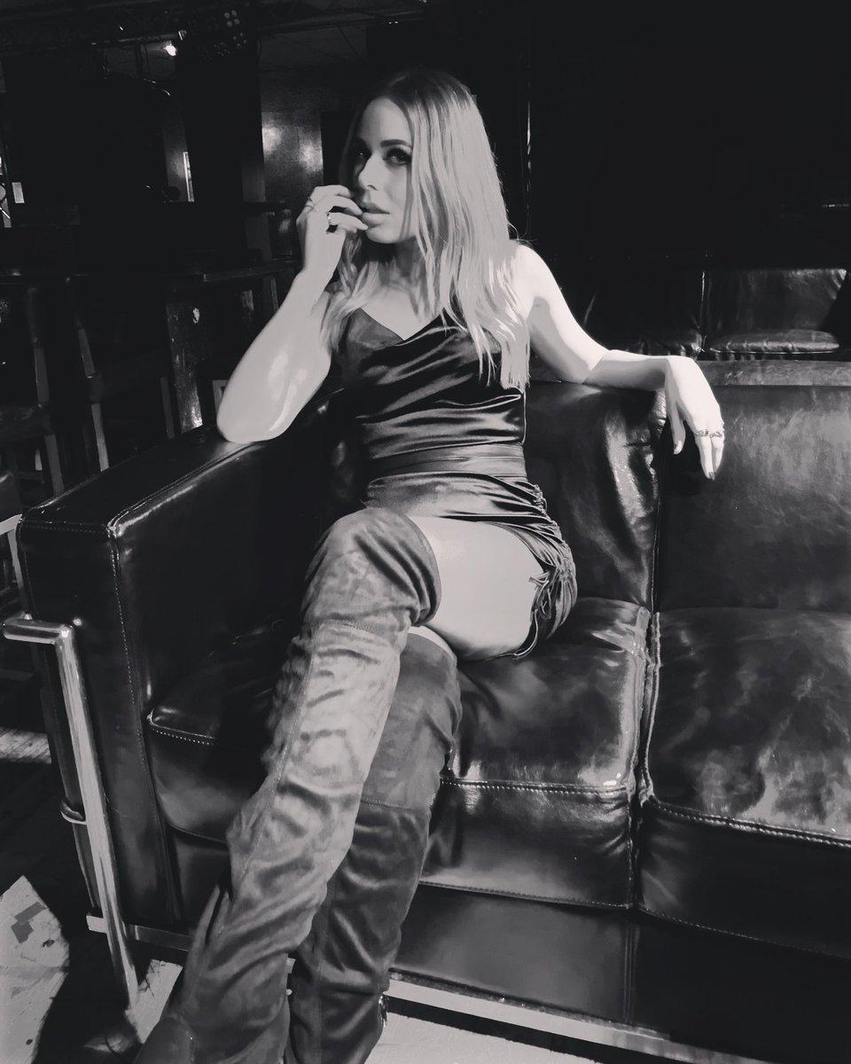 Make it look pretty, but train it to kill#metalhead #rocksinger #rocknroll #MondayMood #singer #rockchick #blonde #womeninrock #GirlBoss #femaleempowerment pic.twitter.com/ookawdLf9B
