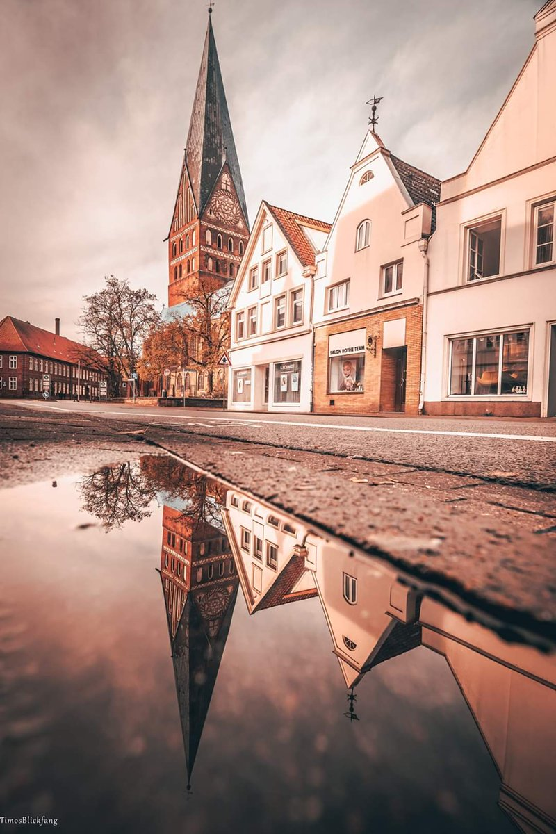 Immer wieder ein Hingucker. Eine der vielen Stadtkirchen #photography #spiegelung #reflectionspic.twitter.com/bGMJkFT4tP