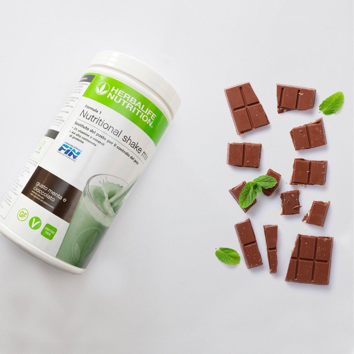 La freschezza della menta, il gusto del cioccolato, una nutrizione equilibrata. Formula 1 Menta e Cioccolato ti offre questo e molto altro! Scoprilo!!! #fitness #sports #nutrizionesana #herbalifenutrition #sostitutodelpasto #perditapeso #integratori #distributori #messinapic.twitter.com/3N7eSvHAQT