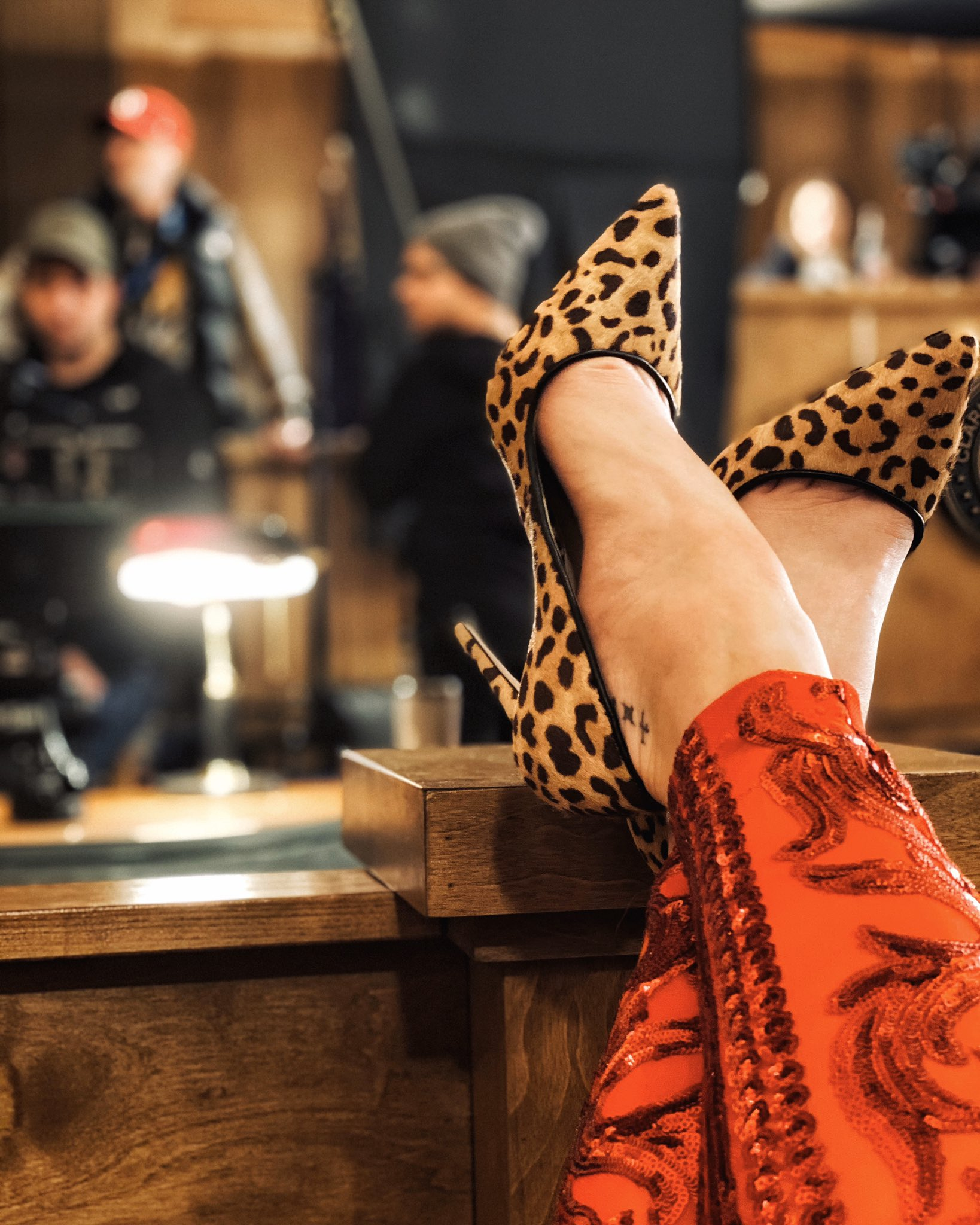 Katherine Mcnamara On Twitter Julie Lawry S Last Stand Of Course She Does It With Her Leopard Clad Feet Up It S A Wrap For This Pink Haired Hellian On Stephenking Thestand Thanks Cbsallaccess