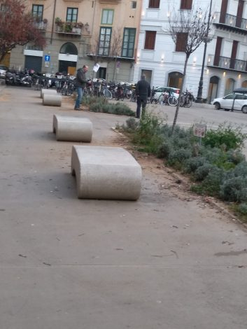 Degrado delle aiuole abbandonate in Piazza Borsa - https://t.co/wy5uhIwjVI #blogsicilianotizie
