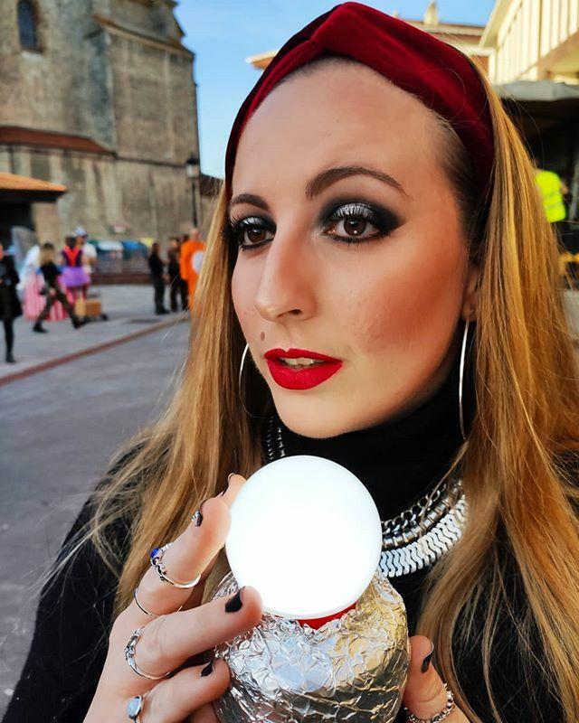 Carnaval, carnaval (III). . 🔮 . Estoy enamorada de este #makeup y no podía no subir otra foto, #SorryNotSorry. . #carnaval #carnaval2020 #girl #mujerbruja #sunday #instagood #instalove #instalike