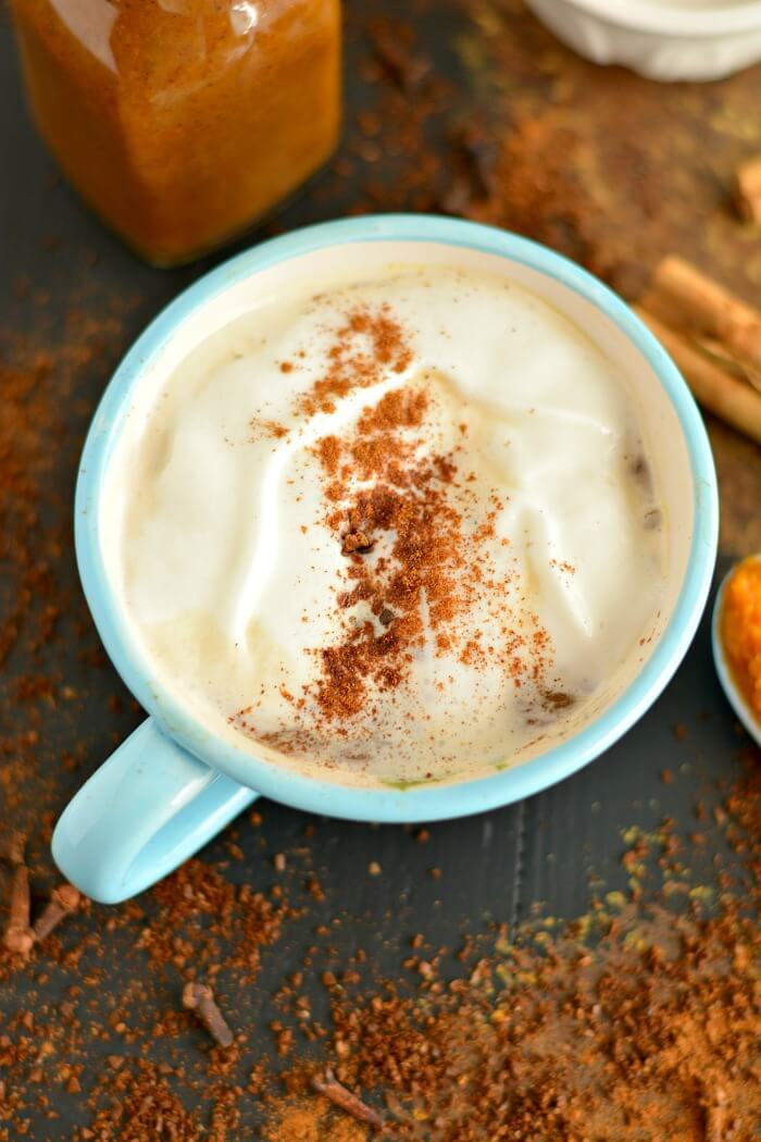 Make your own homemade Turmeric Pumpkin Spice Latte Coffee Syrup with healthier ingredients! #pumpkinspicelatte