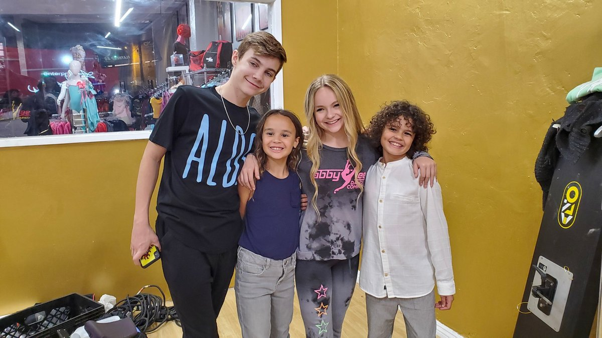 It was so much fun to hang with the incredibly talented and super sweet @pressleyhosbach and @bradyfarrar at #abbyleedancecompany pic.twitter.com/IXhDFdMjXD