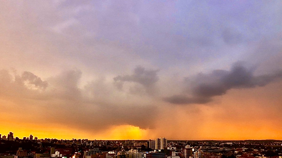 Porto Alegre, RS , Brasil 24.02.20 6,35pm 😱 @StormHour #POTW